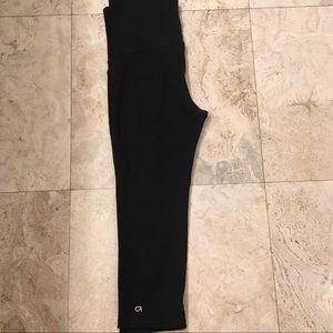 Maternity Gapfit Blackout Capris